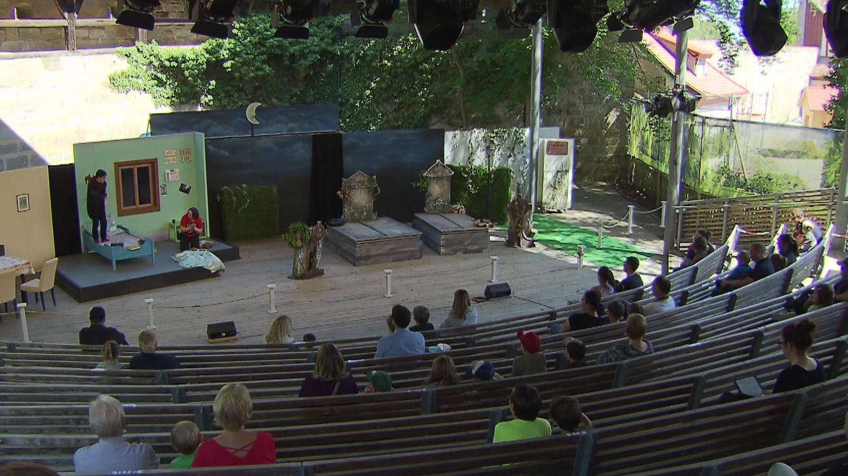 Theaterpremiere mit wenigen Zuschauern