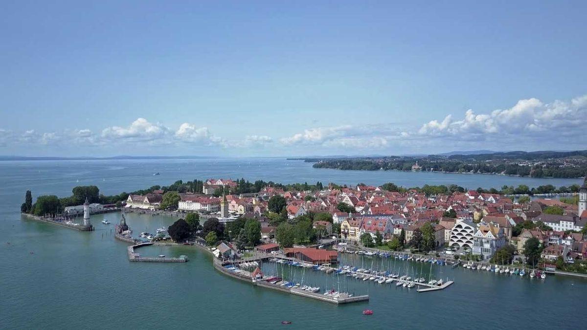 Blick auf den Hafen und den Segelhafen von Lindau am Bodensee