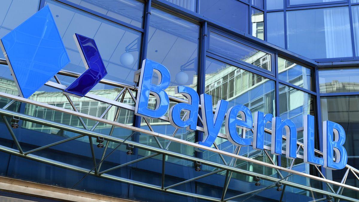 BayernLB: Emblem an der Zentrale Hauptsitz