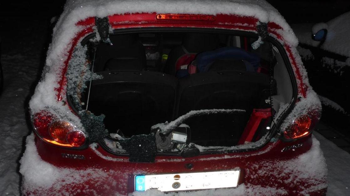 Eines der beschädigten Autos