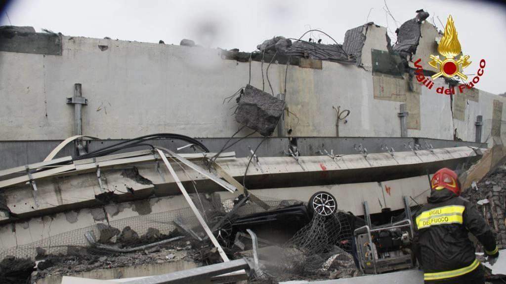 Rettungsarbeiten nach dem Einsturz der Autobahnbrücke bei Genua