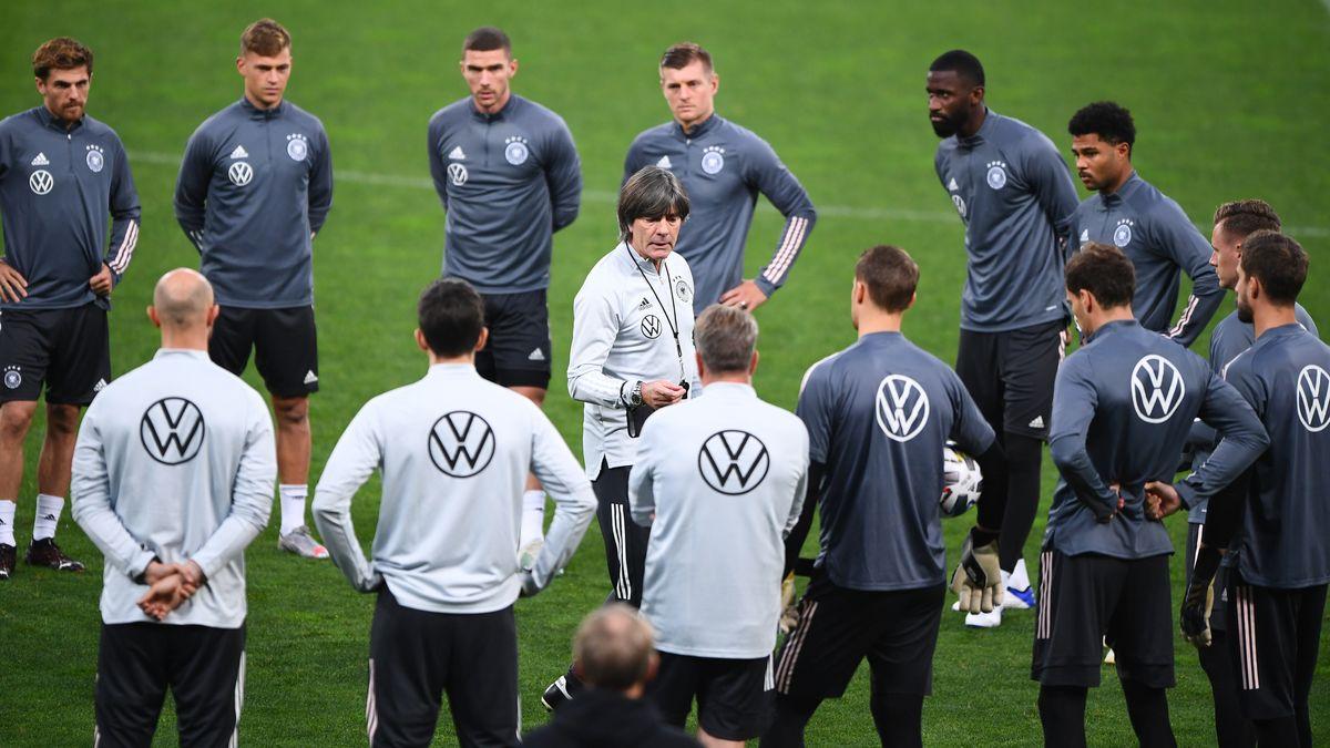Bundestrainer Joachim Löw und die DFB-Mannschaft