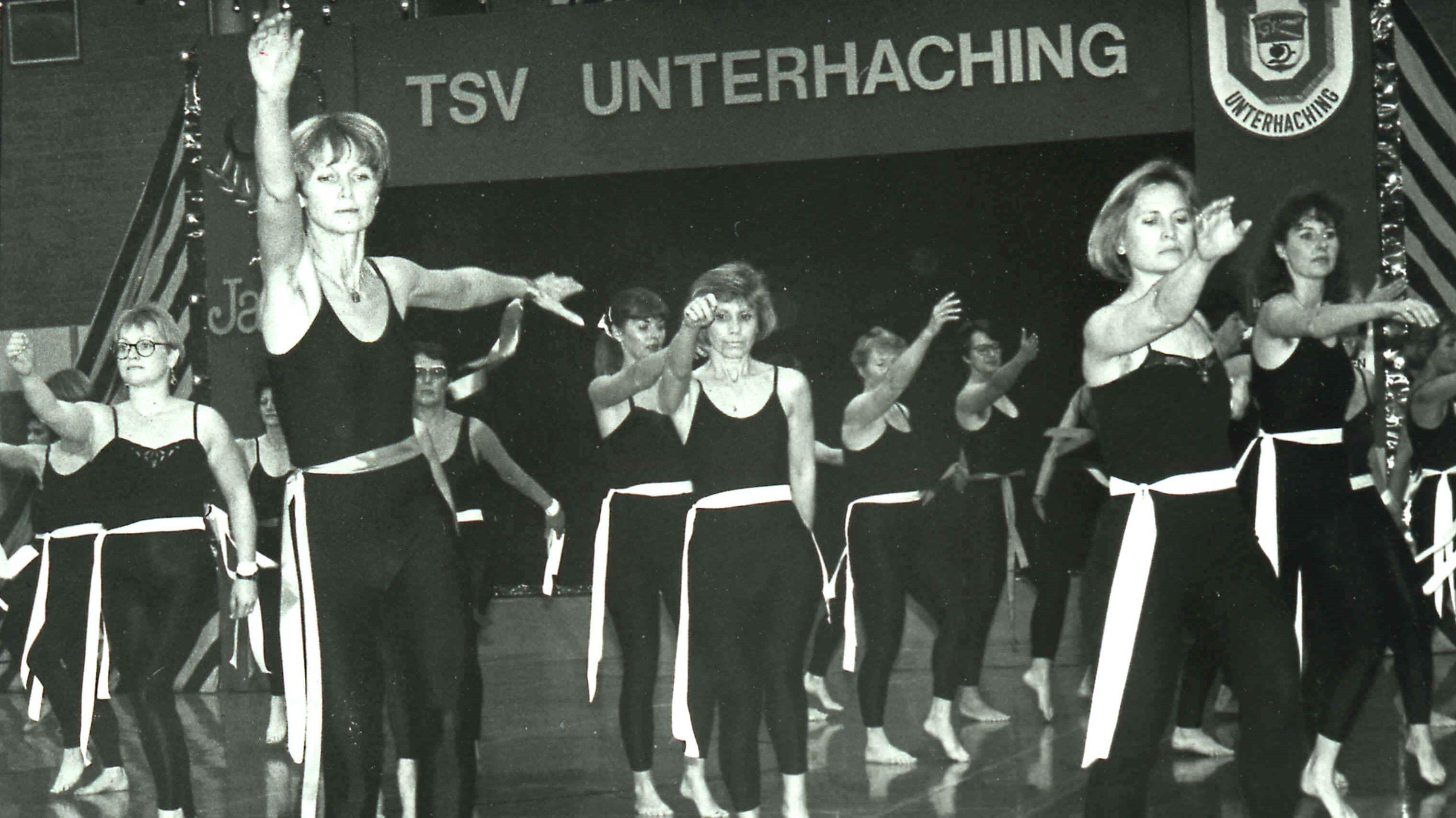"""Die TSV Sportpalette """"Zirkus"""" mit Ursula Staudter im Jahr 1990"""