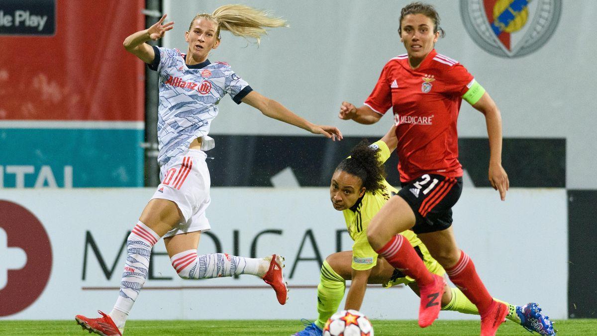 Sofia Jakobsson (80 FC Bayern Munich) and Pauleta (21 Benfica Lisbon)