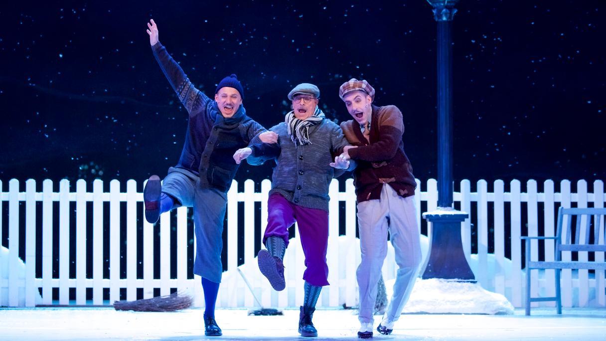 Drei Männer auf der Eisbahn