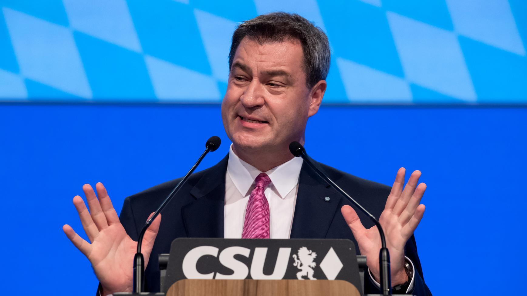 Ministerpräsident Markus Söder wirft der AfD vor, freien Waffenbesitz zu fordern und das Land destabilisieren zu wollen.