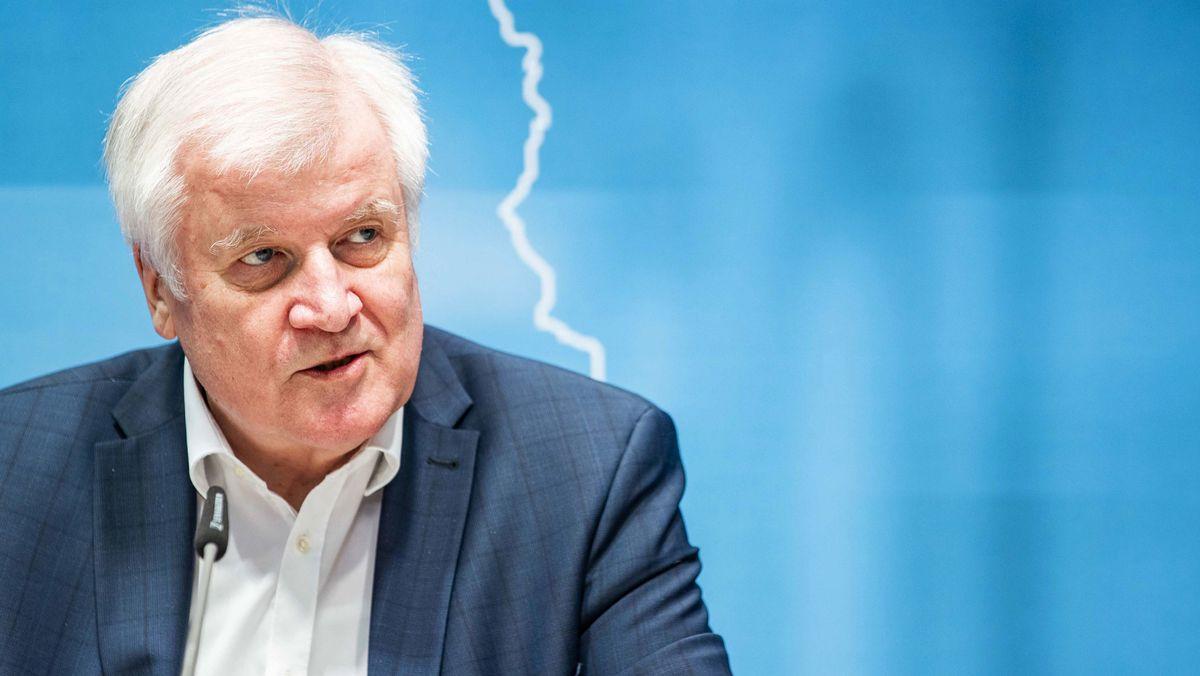 Horst Seehofer bei der Pressekonferenz zur Innenministerkonferenz