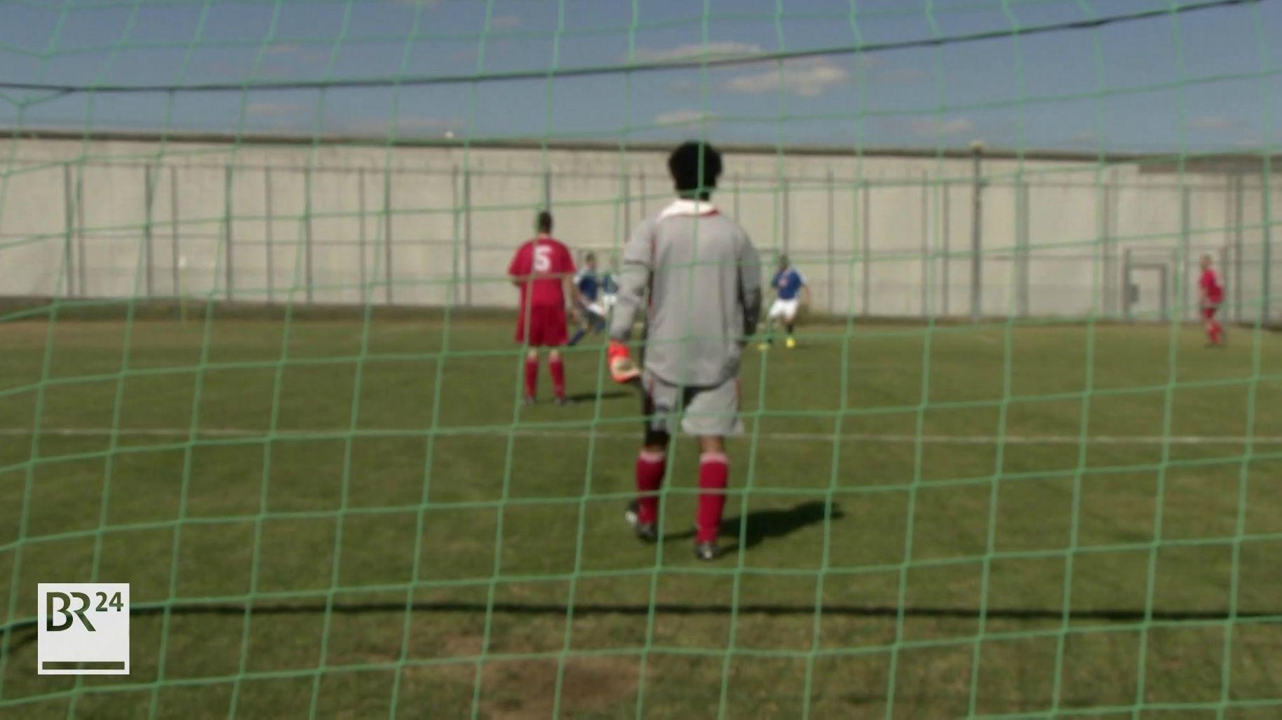Fußballspieler auf einem Spielfeld