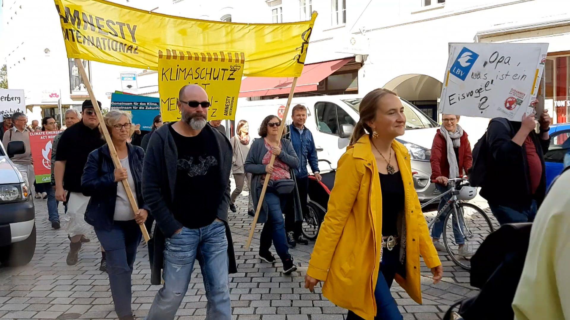 Der Demonstrationszug durch die Deggendorfer Innenstadt