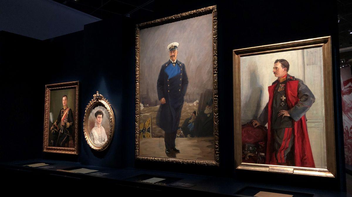"""Nach Weltkrieg und Revolutionen mussten zahlreiche Monarchen ihre Throne räumen. Die Landesausstellung zeigt sie in einer """"Abdankungsgallerie""""."""