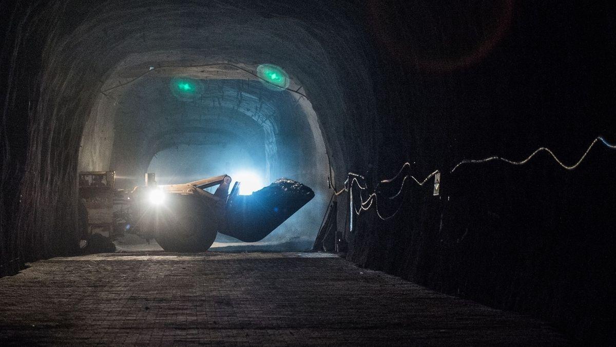 Bagger in Bergwerk