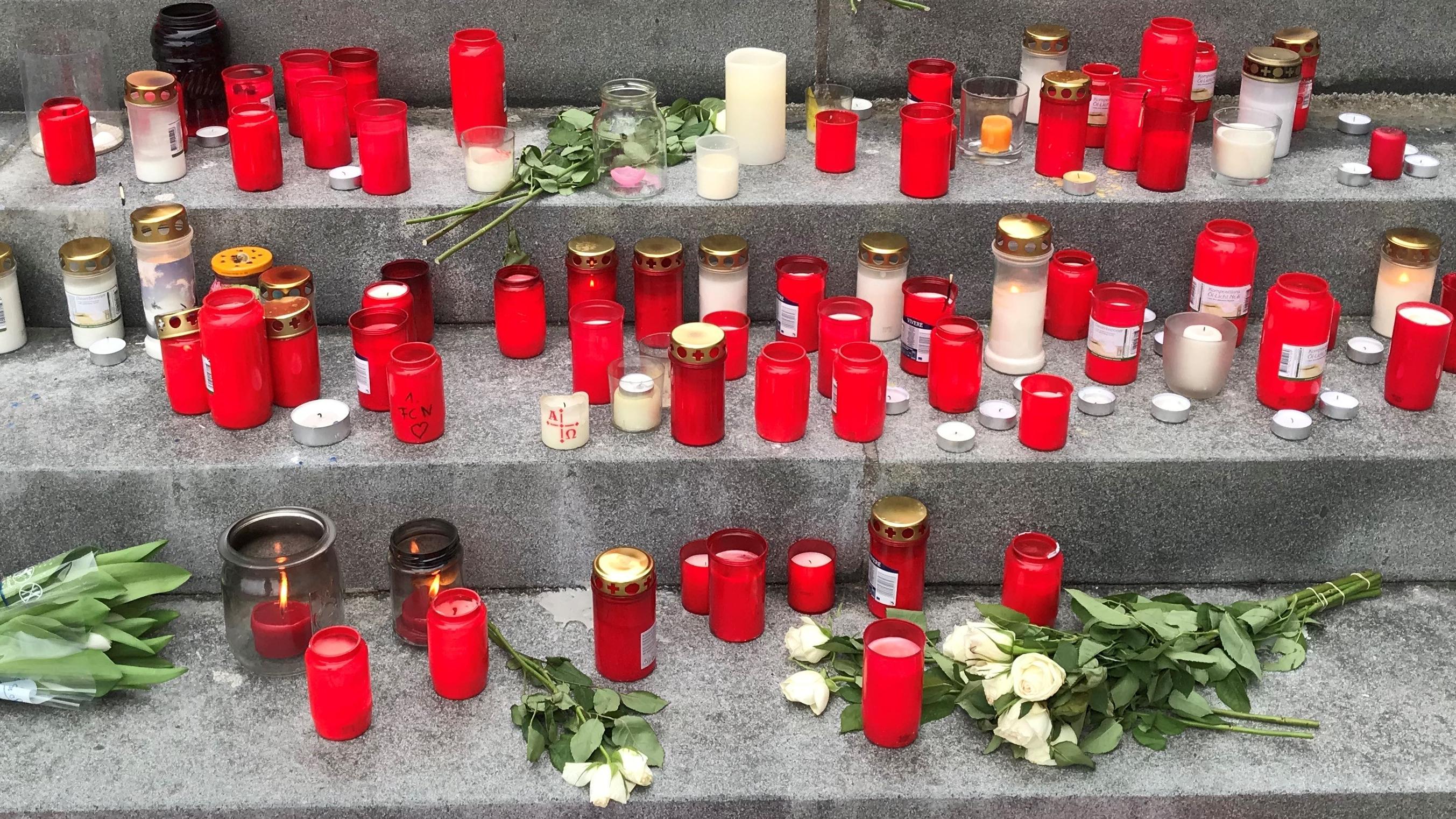Kerzen und Blumen in Heroldsberg