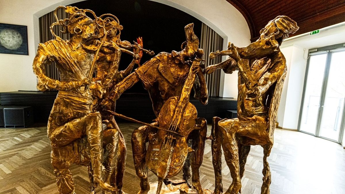"""Joseph Michael Neustifters Bronze """"Camerata"""" ist eines der Hauptwerke der diesjährigen Kunstmeile."""