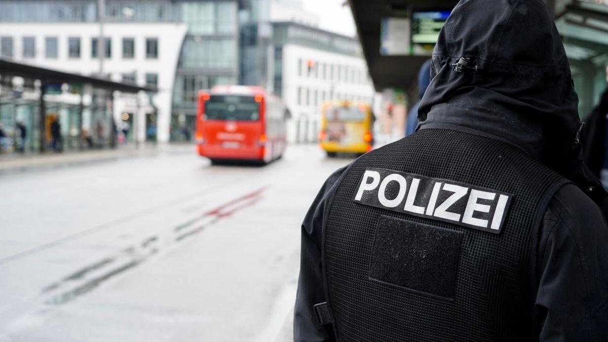 Polizeieinsatz in der Regensburger Bahnhofsgegend.