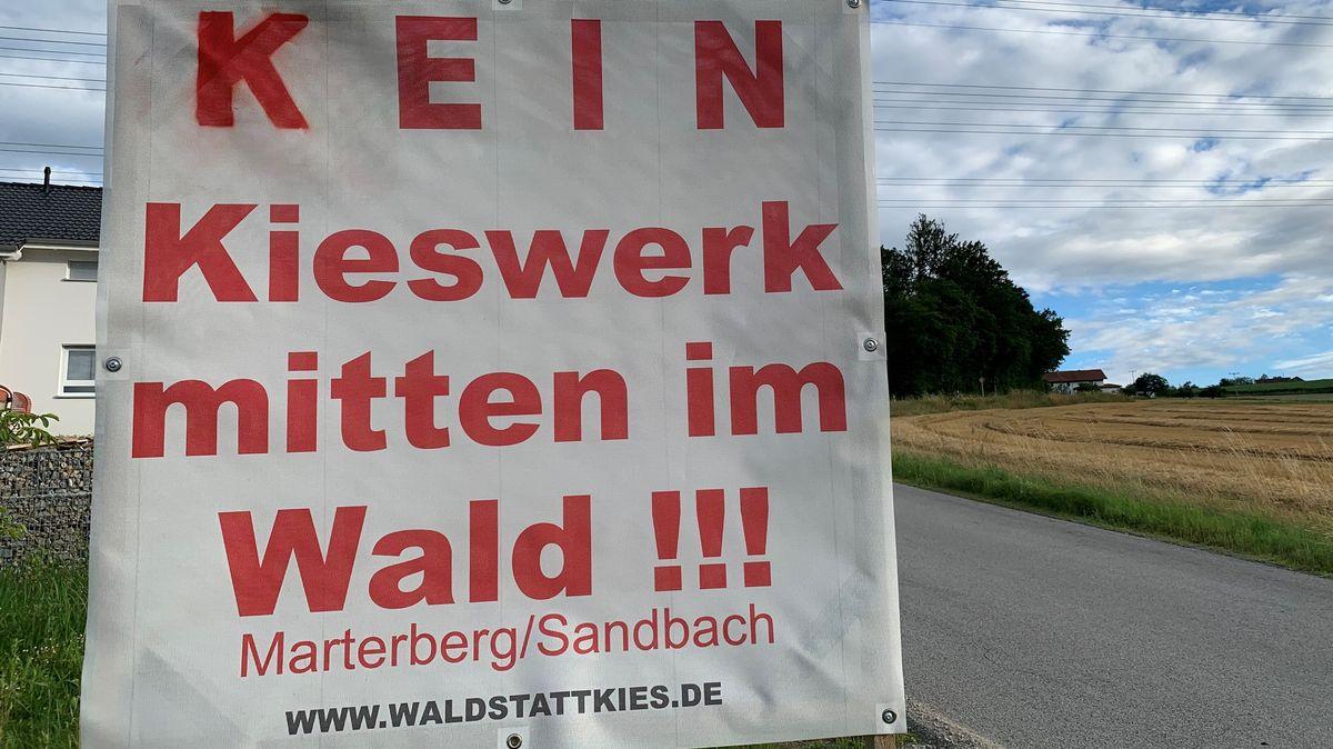 Protestplakat gegen das Kieswerk