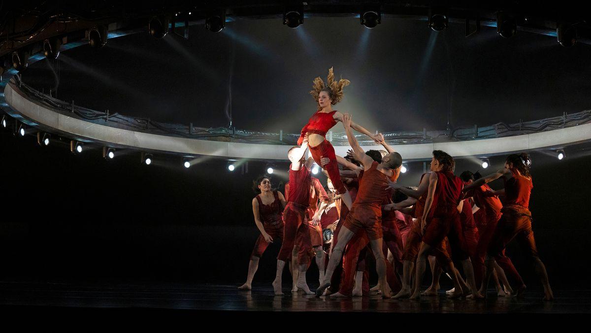 Die Tänzerin Sofie Vervaecke vom Staatstheater Nürnberg bei einem Auftritt.