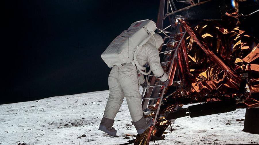 Buzz Aldrin betrat als zweiter Mensch den Mond, kurz nach Neil Armstrong, der ihn dabei fotografierte.