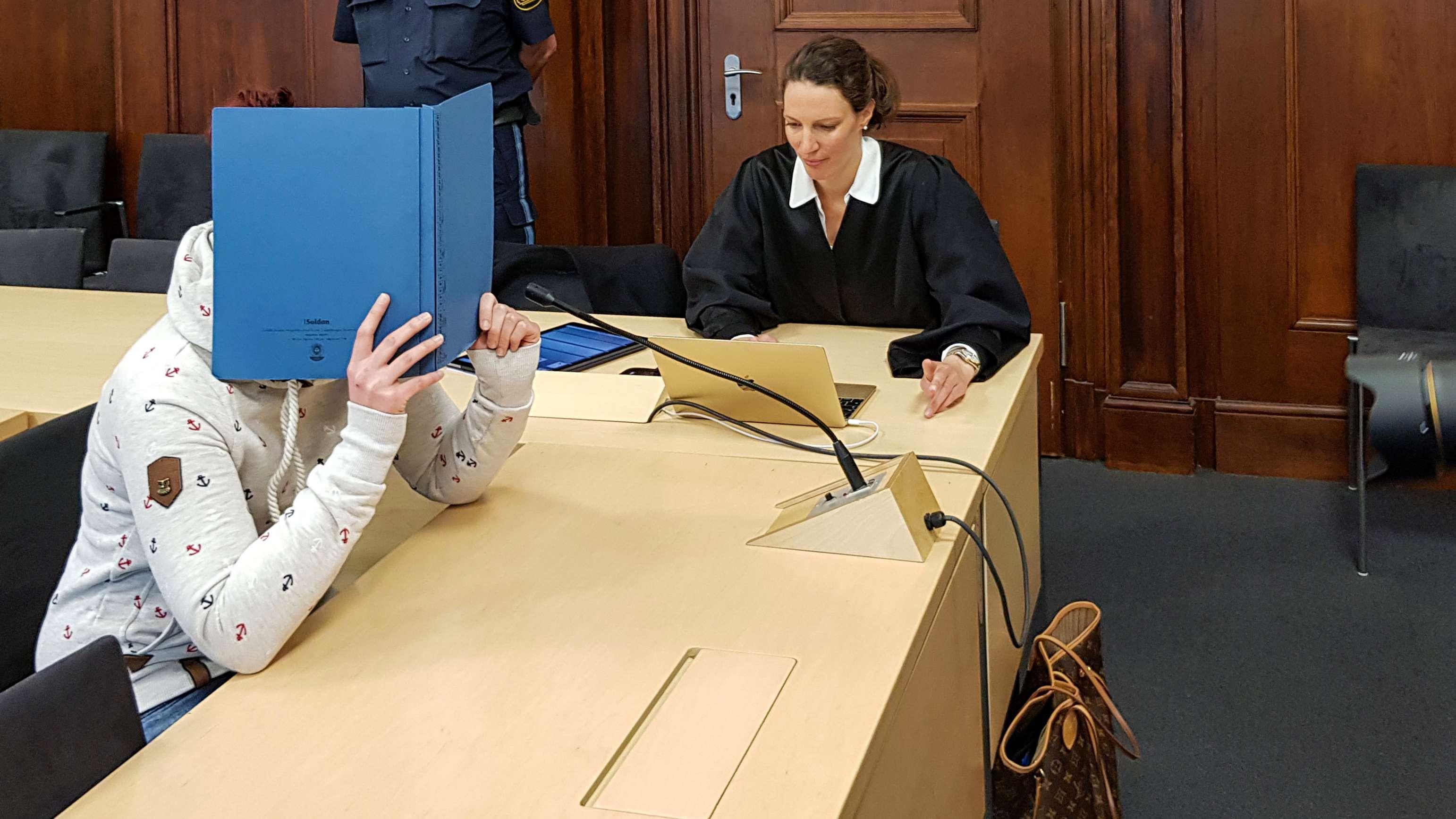 Angeklagte Mutter vor dem Landgericht Nürnberg-Fürth