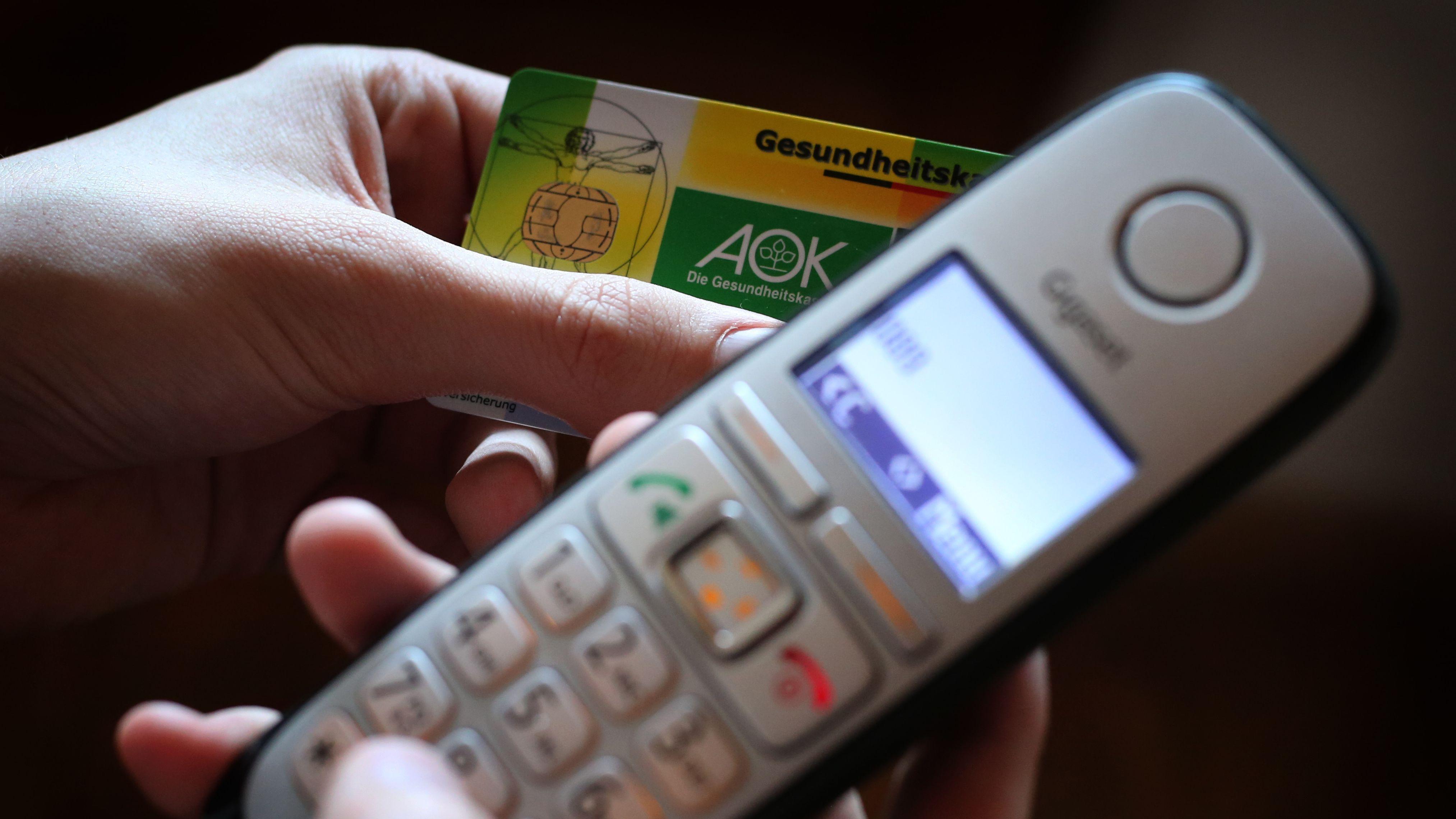 Menschen in Deutschland dürfen sich bei leichten Atemwegserkrankungen nun zwei Wochen am Telefon krankschreiben lassen.