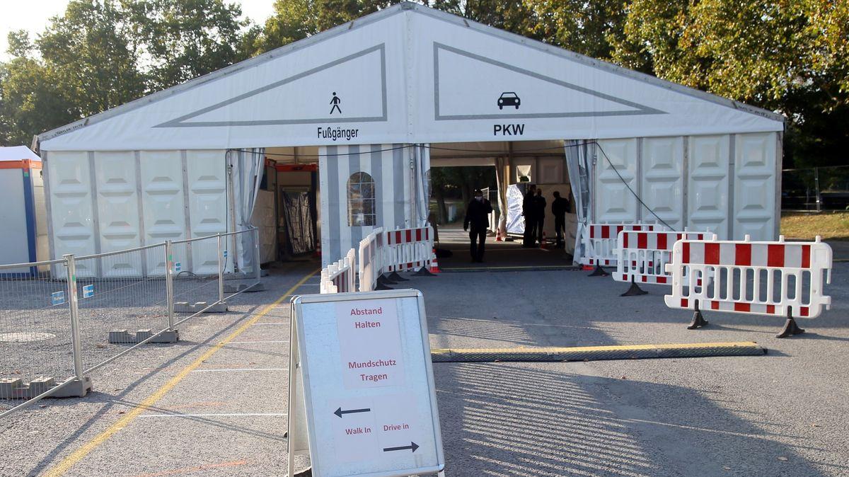 Corona-Testzentrum der Stadt Aschaffenburg auf dem Volksfestplatz