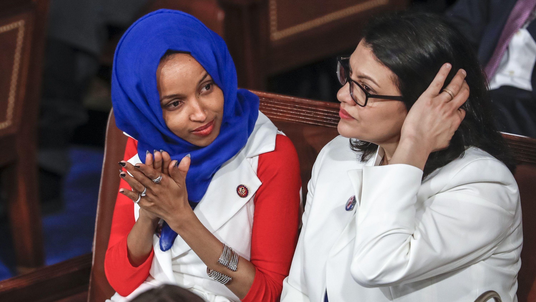 Ilhan Omar (l) und Rashida Tlaib, Abgeordnete der Demokraten im US-Repräsentantenhaus