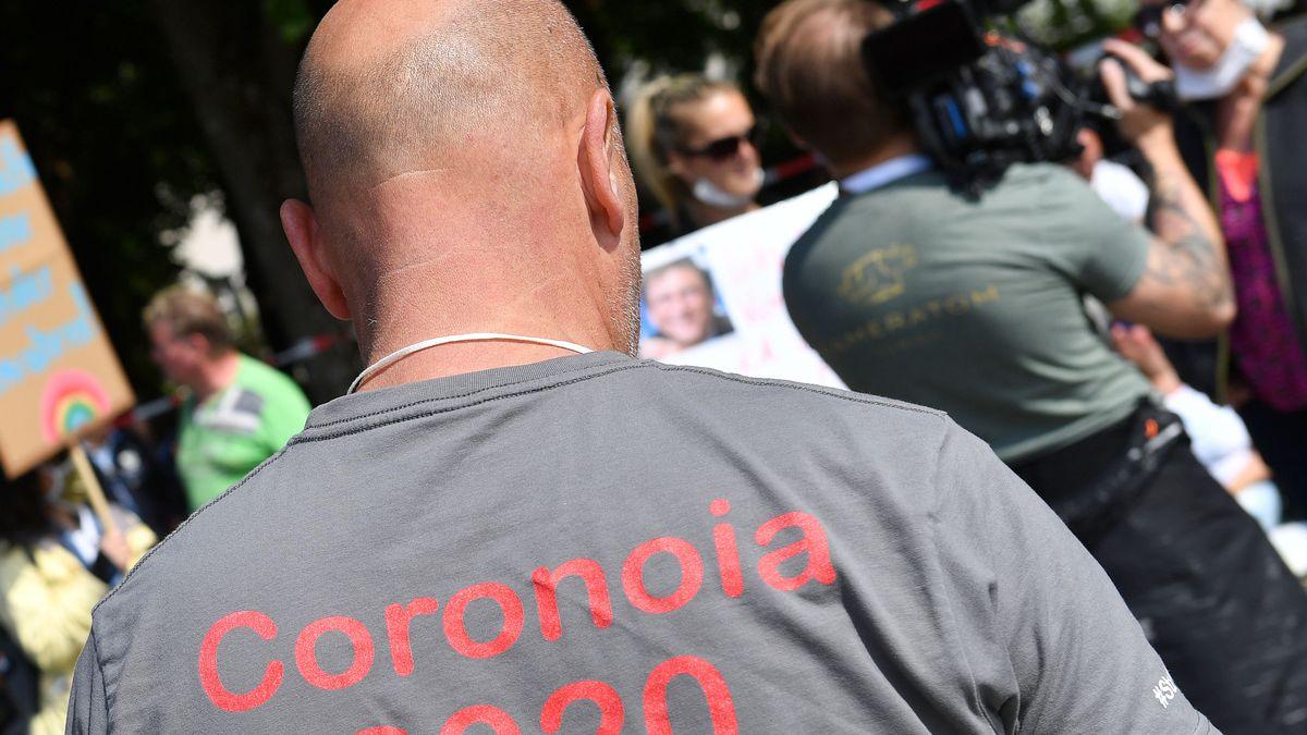 Fotograf auf einer Corona-Demo (Symbolbild)