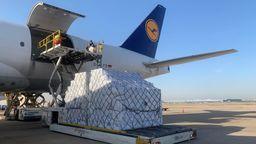 Am Dienstagabend kamen 4.000 Kisten mit acht Millionen Masken in München an. | Bild:Lufthansa