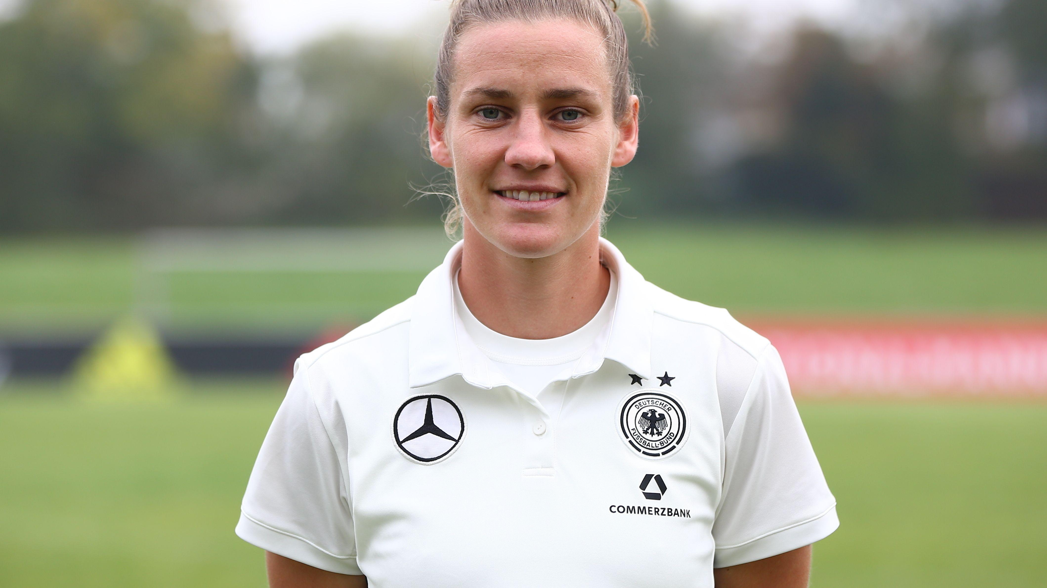 Simone Laudehr auf einem Nationalmannschaftsfoto von 2017.