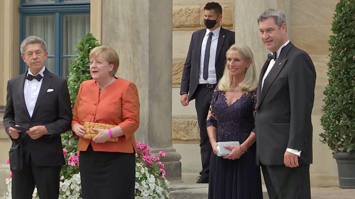 Merkel kommt in Orange: Bayreuther Festspiele haben begonnen
