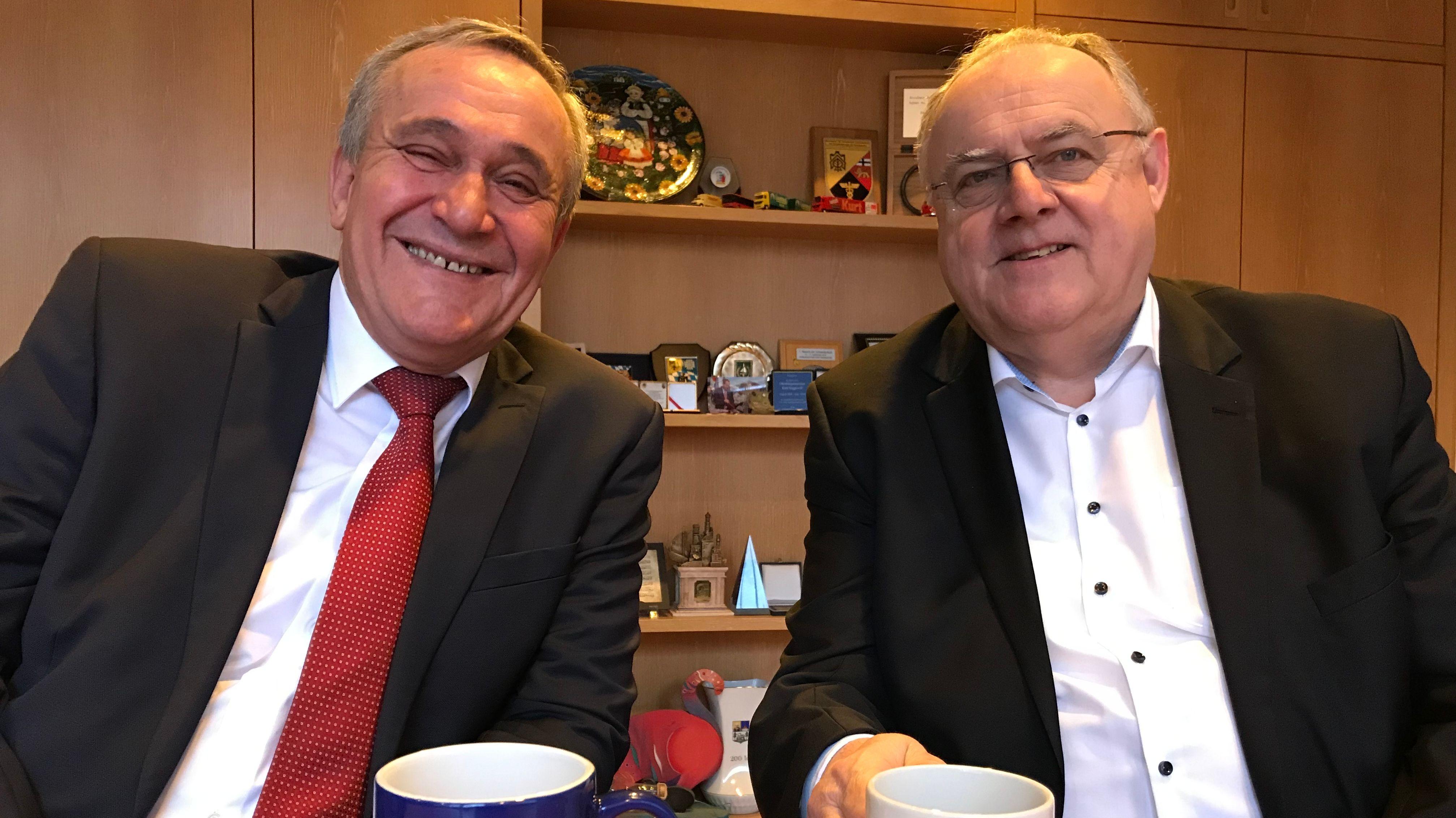 links: Kurt Seggewiß (SPD), rechts: Lothar Höher (CSU)
