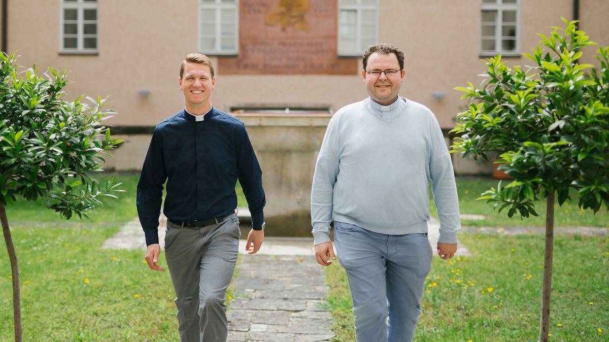 Die Weihekandidaten Tobias Löffler (l) und Christian Wohlfahrt (r)