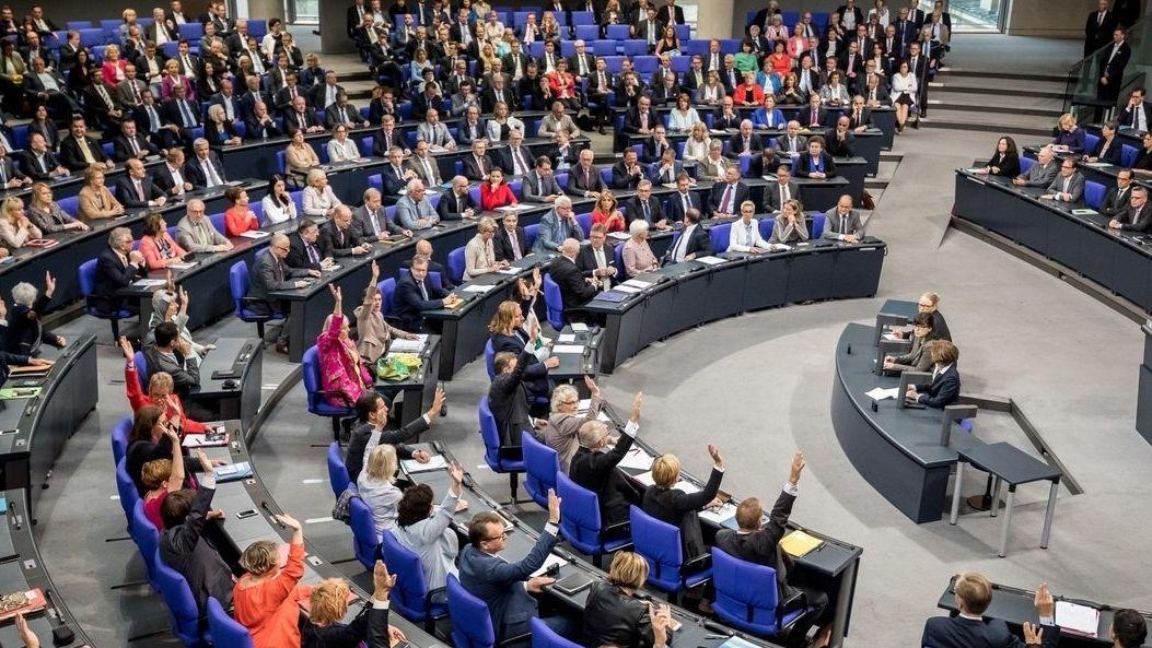 709 Abgeordnete hat der Deutsche Bundestag und er wächst von Wahl zu Wahl. Das verursacht hohe Kosten und erschwert Entscheidungen.