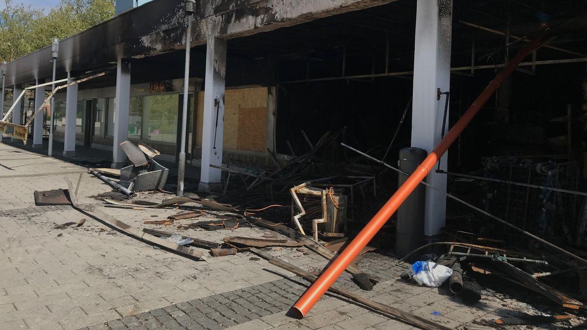 Ausgebrannter türkischer Laden in Waldkraiburg
