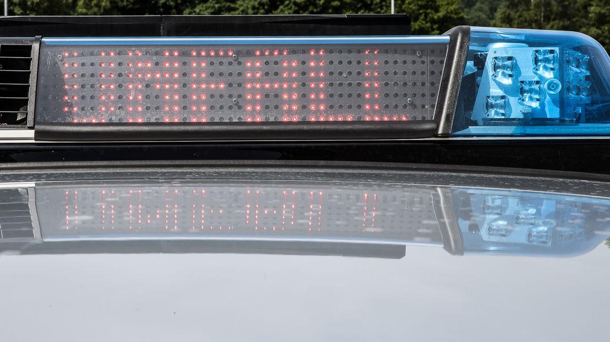 """Ein Blaulichtbalken eines Streifenwagens der Polizei mit der Aufschrift """"UNFALL"""""""