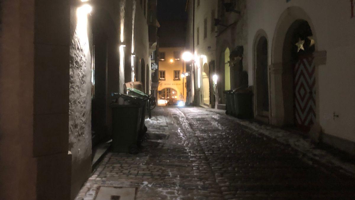 In der Regensburger Altstadt waren schon in der Früh Räumfahrzeuge unterwegs