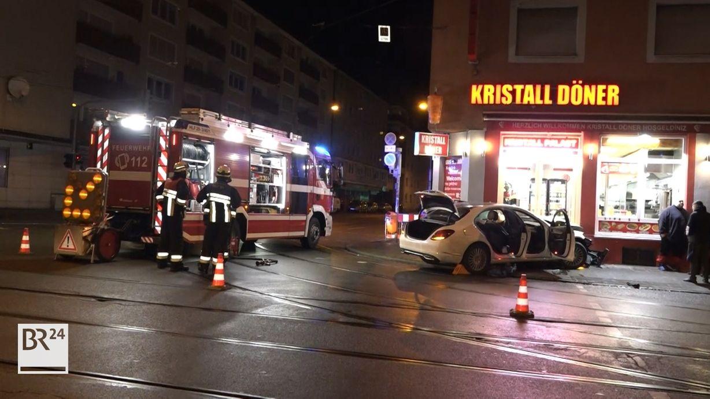Mercedes kracht in Nürnberger Dönerladen