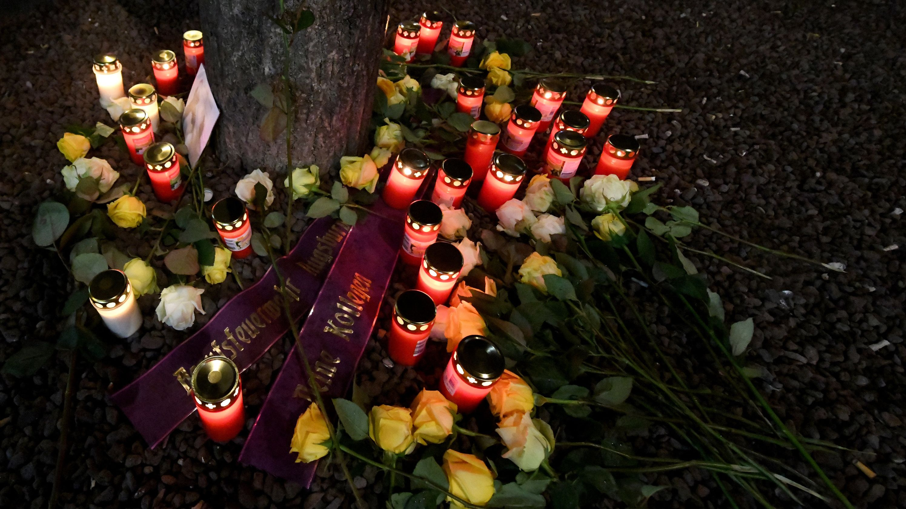 Trauer um getöteten Feuerwehrmann in Augsburg