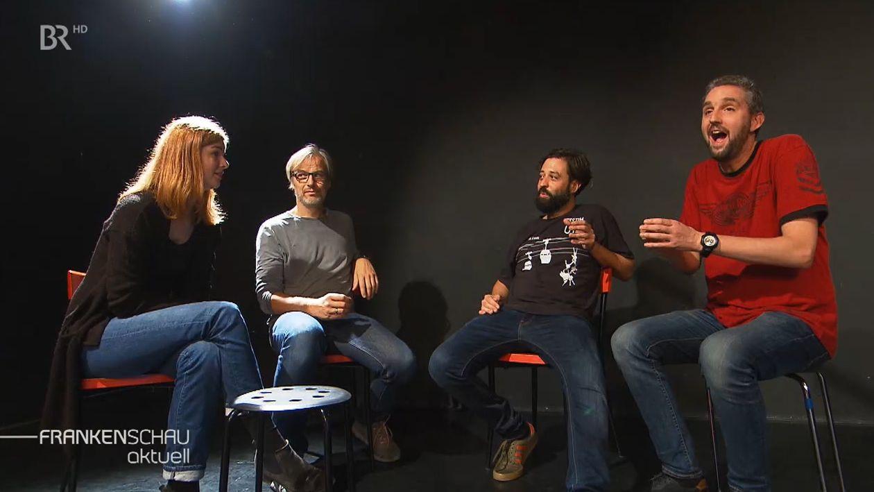 Vier Schauspieler bei einer Impro-Theater-Aufführung.