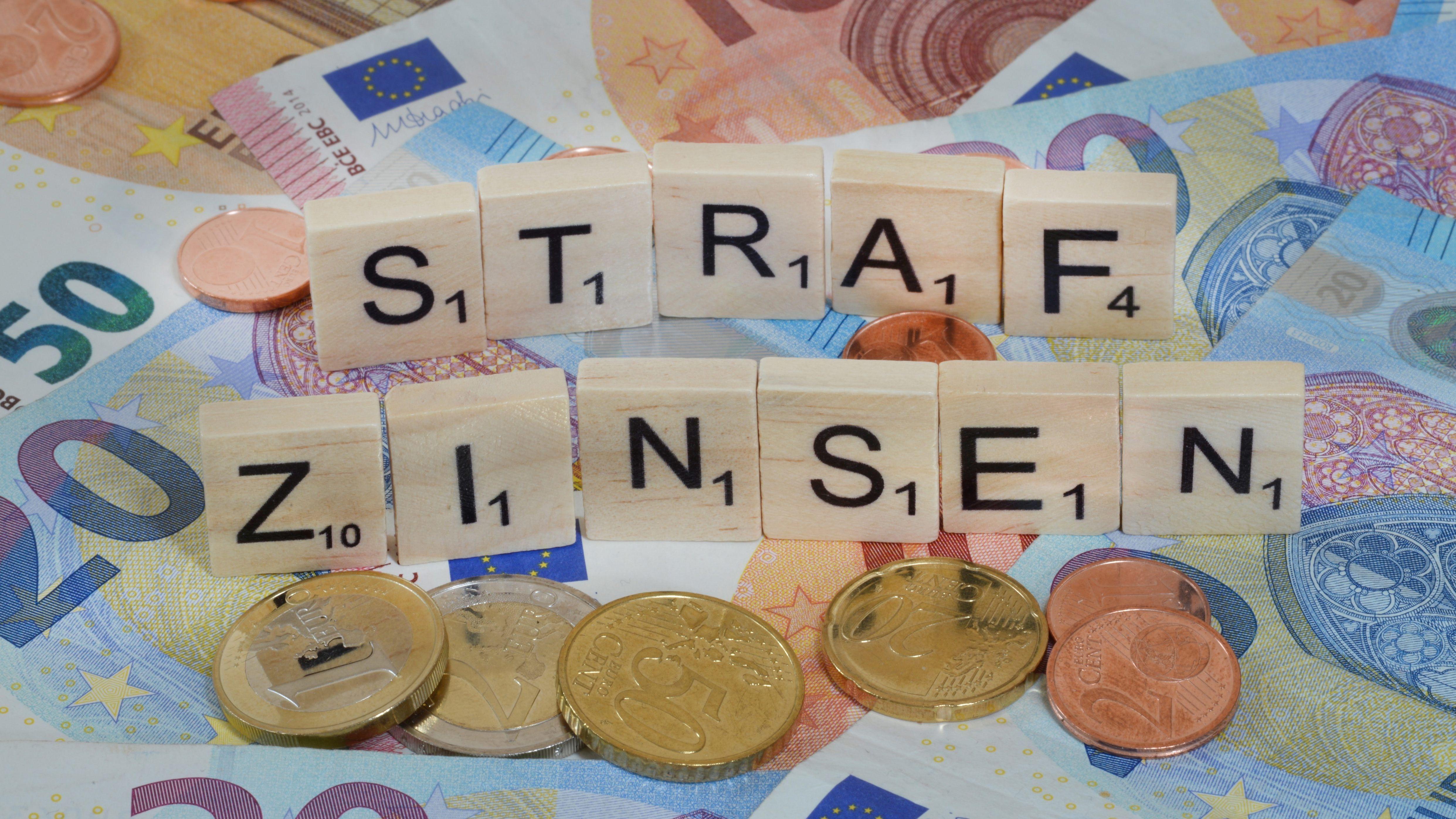 Symbolfoto Wirtschaftsbegriff Strafzinsen