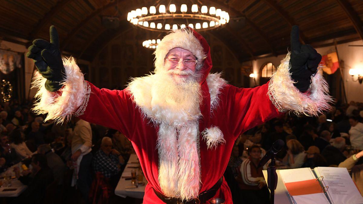 Weihnachtsmann im Hofbräuhaus
