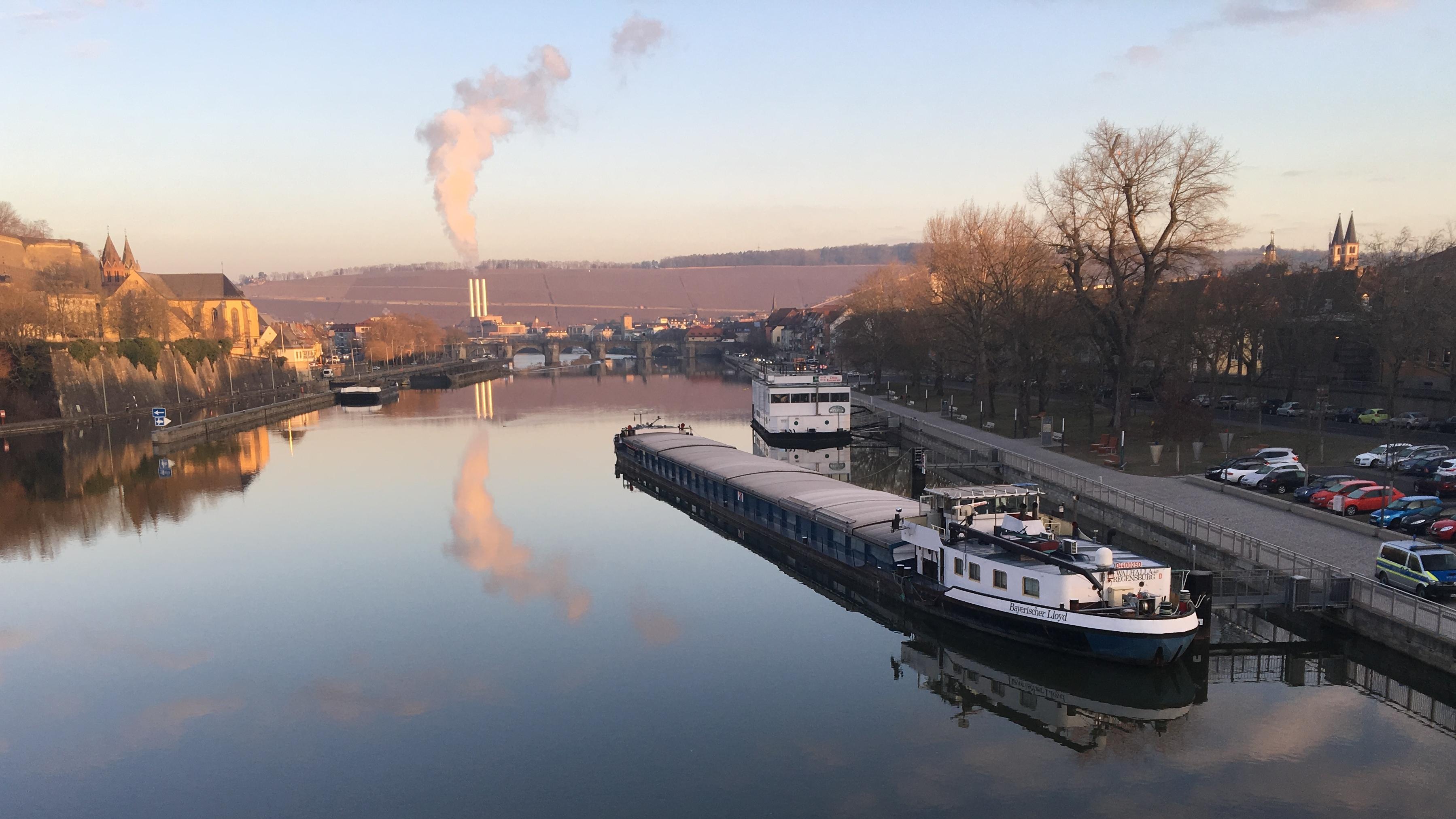 """""""MS Walhalla"""" in Würzburg auf Grund gelaufen"""