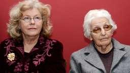Zwei Frauen | Bild:dpa/David Ebener