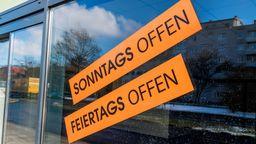 Die CSU kratzt aus Sicht von Kirchen und Gewerkschaften am Sonntagsschutz.    Bild:picture alliance / Zoonar   Erwin Wodicka