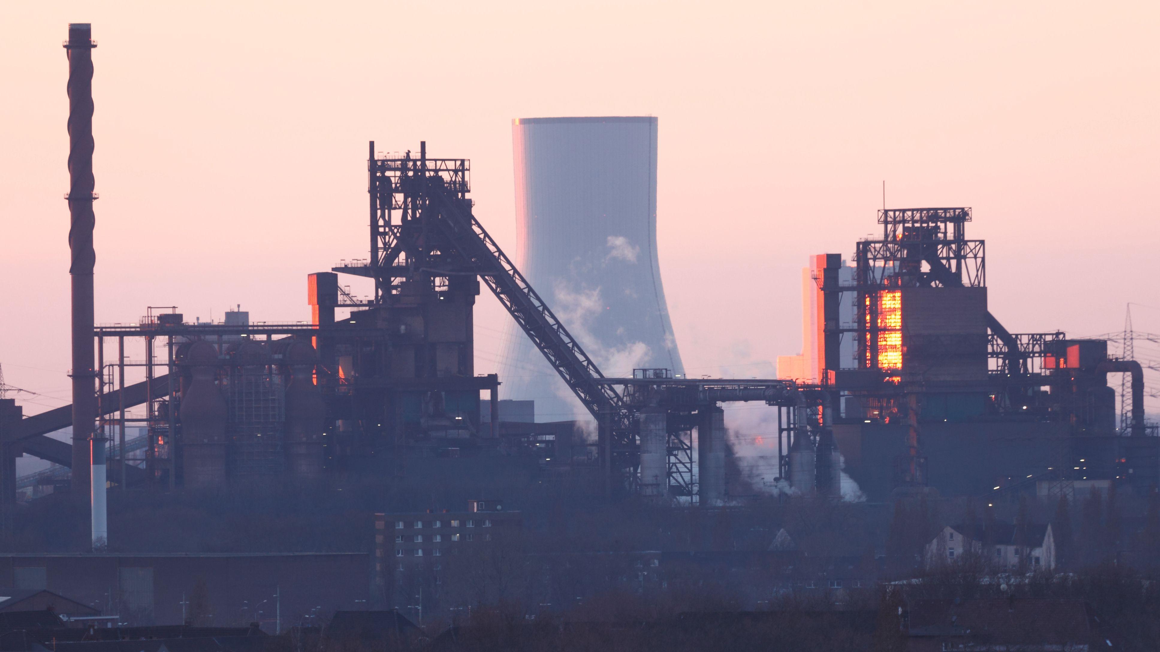 Symbolbild: Hochofenanlage in Duisburg