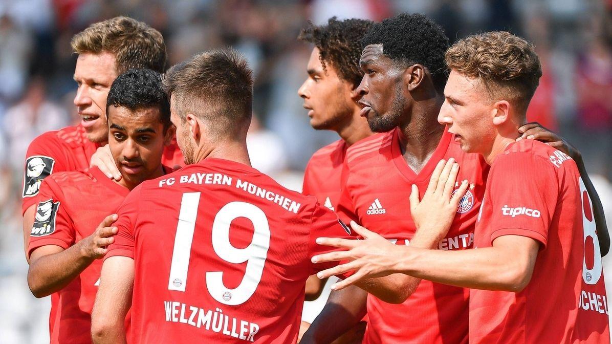 Spieler des FC Bayern München II mit Torjubel