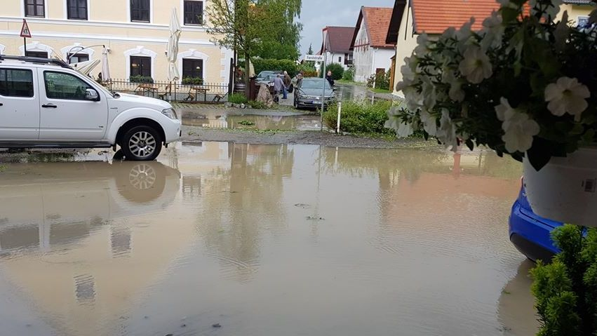 Ebenfalls im oberbayerischen Thaining: überflutete Wege
