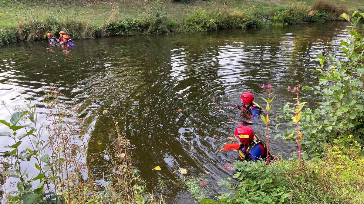 Ein Bild von September 2020: Taucher suchten damals im Flutkanal nach dem Vermissten.