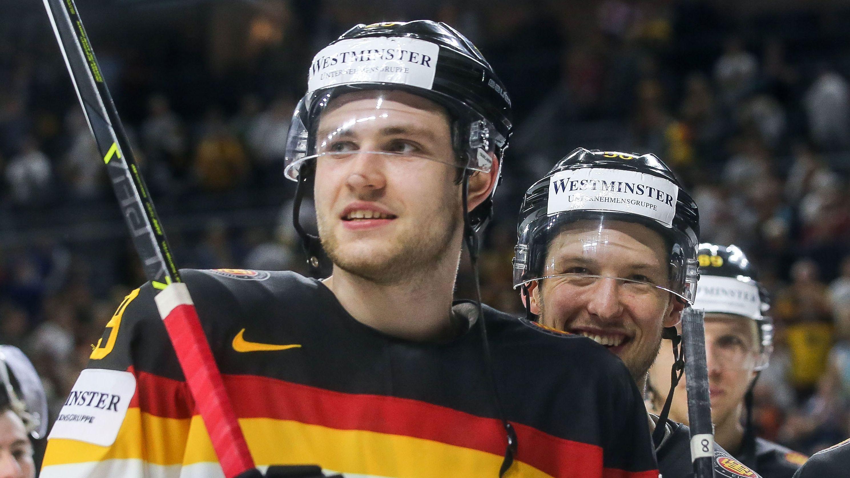Die Eishockeyspieler Leon Draisaitl (links) und Patrick Hager