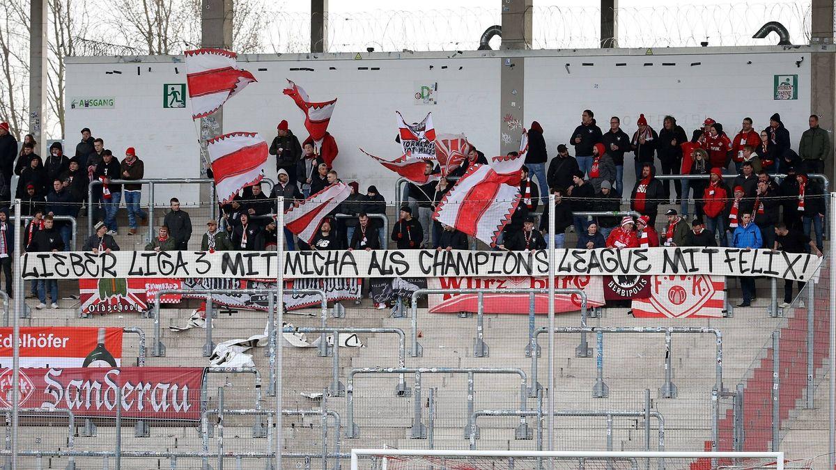 Würzburg-Fans beim Auswärtsspiel in Zwickau im Februar