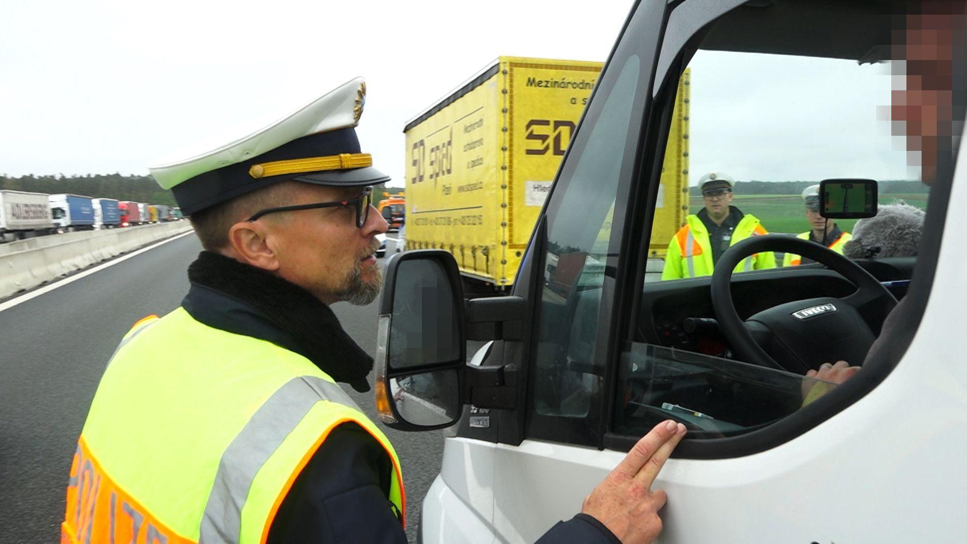 Verkehrspolizist Stefan Pfeiffer stellte Gaffer zur Rede.